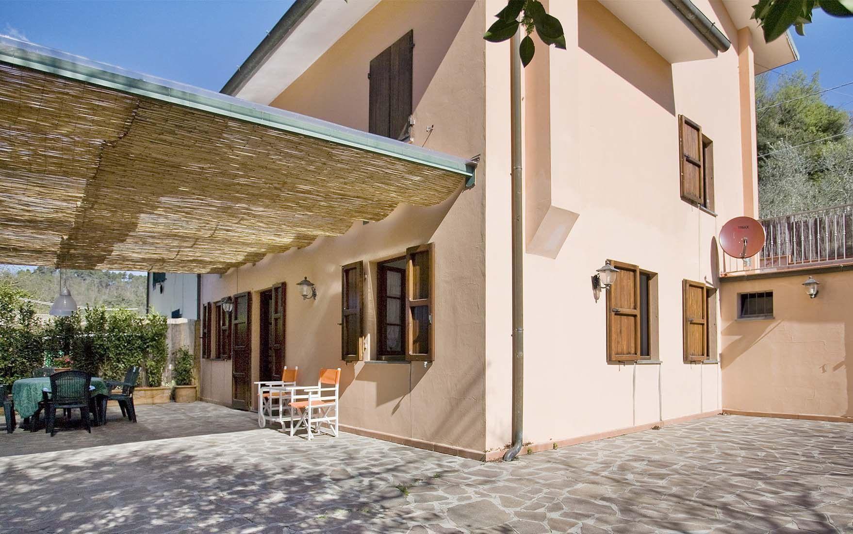 Rent a house in Camaiore near the sea